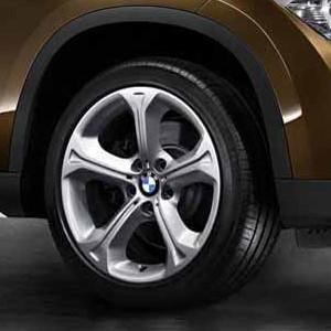 BMW Alufelge Sternspeiche 320 8J x 18 ET 30 Silber Vorderachse / Hinterachse BMW X1 E84