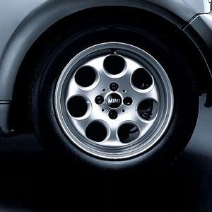 MINI Alufelge 7 Hole 81 5,5J x 15 ET 45 Silber Vorderachse / Hinterachse MINI R50 MINI Cabrio R52 R57 MINI R53 R56 MINI Clubman R55 MINI Coupe R58 MINI Roadster R59