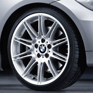 BMW Alufelge M Doppelspeiche 225 9J x 19 ET 41 Silber Hinterachse BMW X1 E84