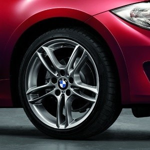 BMW Kompletträder M Doppelspeiche 261 18 Zoll Ferricgrey 1er E81 E82 E87 E87LCI