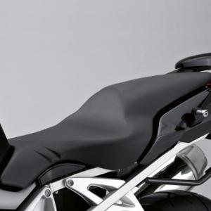 Sitzbank schwarz (Sitzhöhe: 820 mm / Schrittbogenlänge 1.810 mm)