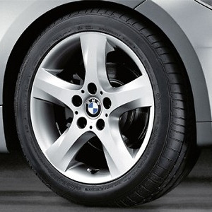 BMW Alufelge Sternspeiche 142 7,5J x 17 ET 47 Silber Hinterachse BMW 1er E81 E82 E87 E88