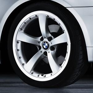 BMW Alufelge Sternspeiche 179 8J x 18 ET 49 Silber Hinterachse BMW 1er E81 E87
