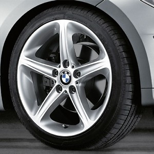 BMW Alufelge Sternspeiche 264 7,5J x 18 ET 49 Silber Vorderachse BMW 1er E81 E82 E87 E88