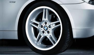 BMW Alufelge Doppelspeiche 125 9,5J x 19 ET 32 Silber Hinterachse BMW 5er E60