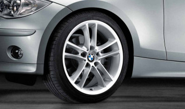 BMW Alufelge Doppelspeiche 182 silber 8,5J x 18 ET 52 Hinterachse 1er E81 E82 E87 E88