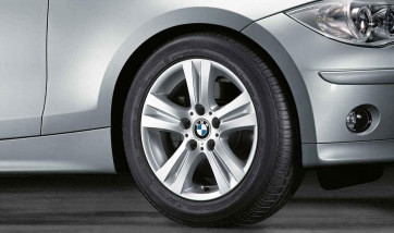 BMW Alufelge Doppelspeiche 222 7J x 16 ET 44 Silber Vorderachse / Hinterachse BMW 1er E81 E82 E87 E88