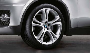 BMW Winterkompletträder Doppelspeiche 275 silber 21 Zoll X5 E70 X6 E71 E72