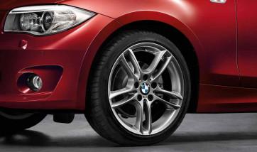BMW Alufelge M Doppelspeiche 261 ferricgrey 8,5J x 18 ET 52 Hinterachse 1er E81 E82 E87