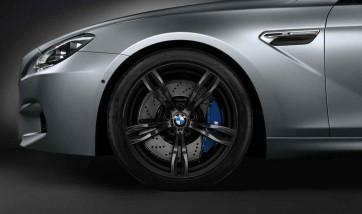 BMW Alufelge M Doppelspeiche 343 geschmiedet schwarz matt 9J x 20 ET 32 Vorderachse 5er M F10