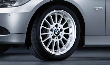 BMW Alufelge Radialspeiche 32 silber 8J x 17 ET 34 Vorderachse / Hinterachse 3er E90 E91 E92 E93