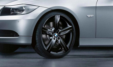 BMW Alufelge Sternspeiche 199 schwarz 8J x 19 ET 37 Vorderachse 3er E90 E91 E92 E93