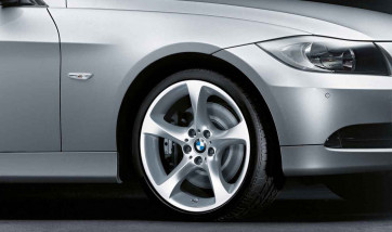 BMW Alufelge Sternspeiche 230 8J x 19 ET 37 Silber Vorderachse BMW 3er E90 E91 E92 E93