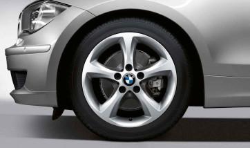 BMW Alufelge Sternspeiche 256 silber 7J x 17 ET 47 Vorderachse / Hinterachse 1er E81 E82 E87 E88