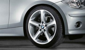 BMW Alufelge Sternspeiche 264 8,5J x 18 ET 52 Silber Hinterachse BMW 1er E81 E82 E87 E88