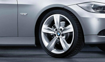 BMW Alufelge Sternspeiche 287 8J x 18 ET 34 Silber Vorderachse BMW 3er E90 E91 E92 E93