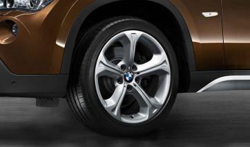 BMW Alufelge Sternspeiche 320 silber 8J x 18 ET 30 Vorderachse / Hinterachse X1 E84