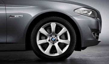 BMW Alufelge Sternspeiche 330 silber 9J x 18 ET 44 Hinterachse BMW 5er F10 6er F06 F12 F13