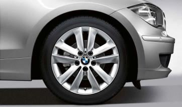 BMW Alufelge V-Speiche 141 7J x 17 ET 47 Silber Vorderachse / Hinterachse BMW 1er E81 E82 E87 E88
