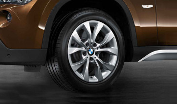 BMW Alufelge V-Speiche 318 reflexsilber 7,5J x 17 ET 34 Vorderachse / Hinterachse X1 E84