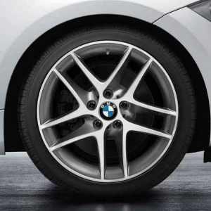 BMW Alufelge Doppelspeiche 496 glanzgedreht 8,5J x 18 ET 52 Hinterachse 1er E81 E82 E87 E88