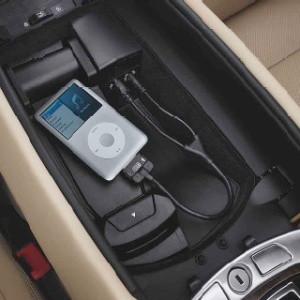 BMW Media Adapter für Apple iPod / iPhone 4 4S (30-poliger Dock-Connector)