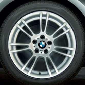 BMW Winterkompletträder Doppelspeiche 270M silber 18 Zoll 1er E82 3er E90 E92 E93