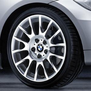 BMW Alufelge Radialspeiche 216 8,5J x 18 ET 52 Silber Hinterachse BMW 1er E81 E82 E87 E88