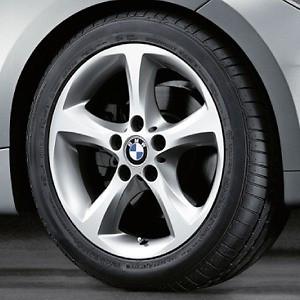 BMW Alufelge Sternspeiche 256 7J x 17 ET 47 Silber Vorderachse / Hinterachse BMW 1er E81 E82 E87 E88