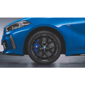 BMW Winterkompletträder M Performance Y-Speiche 554 schwarz matt 18 Zoll 1er F40 RDCi